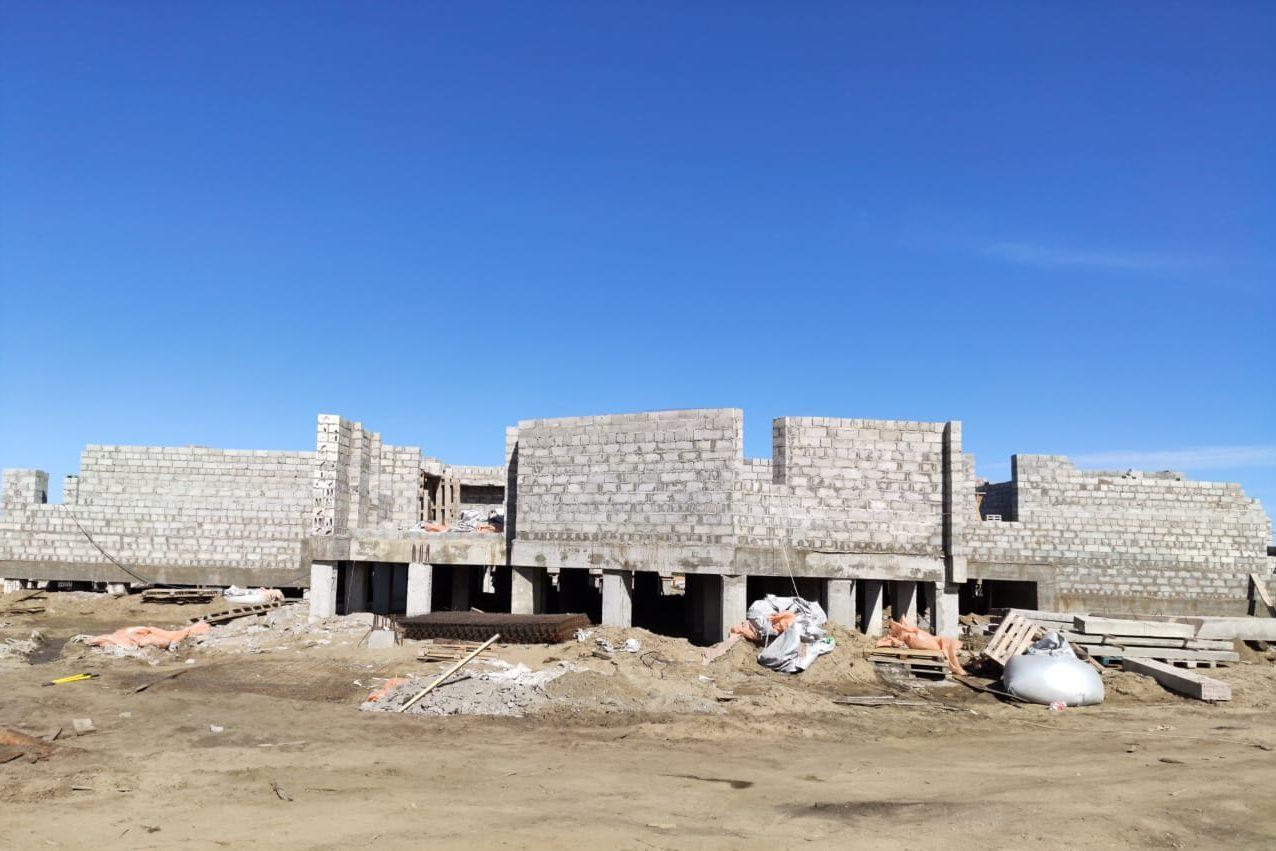 Большая театральная стройка в Нюрбе. Фундамент готов, возводятся стены первого этажа