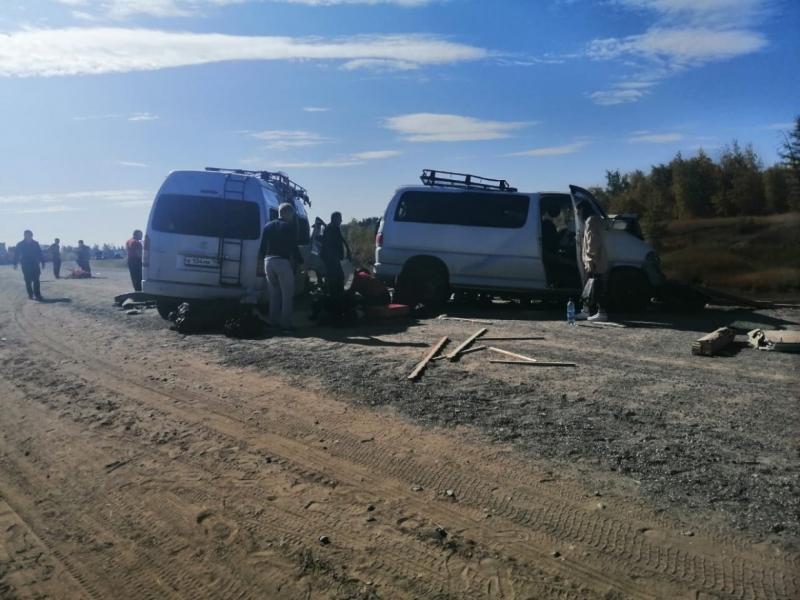 Двое пассажиров экстренно прооперированы в Таттинской ЦРБ после столкновения двух микроавтобусов