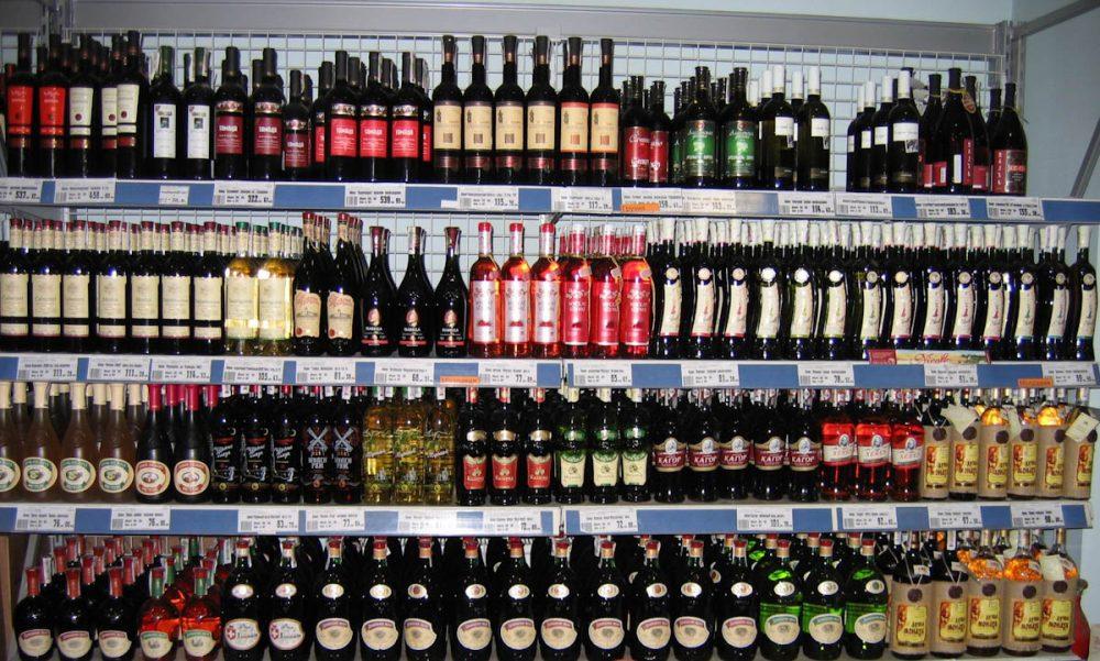 В Якутске продавщица пропила вино-водочную продукцию магазина почти на 100тысяч  рублей