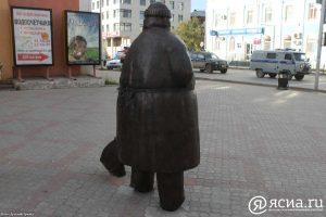 Видеоопрос: Понравилась ли якутянам скульптура дворника в центре города?