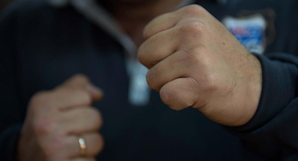 Жителя Якутии избили во время застолья в школе. Мужчина умер