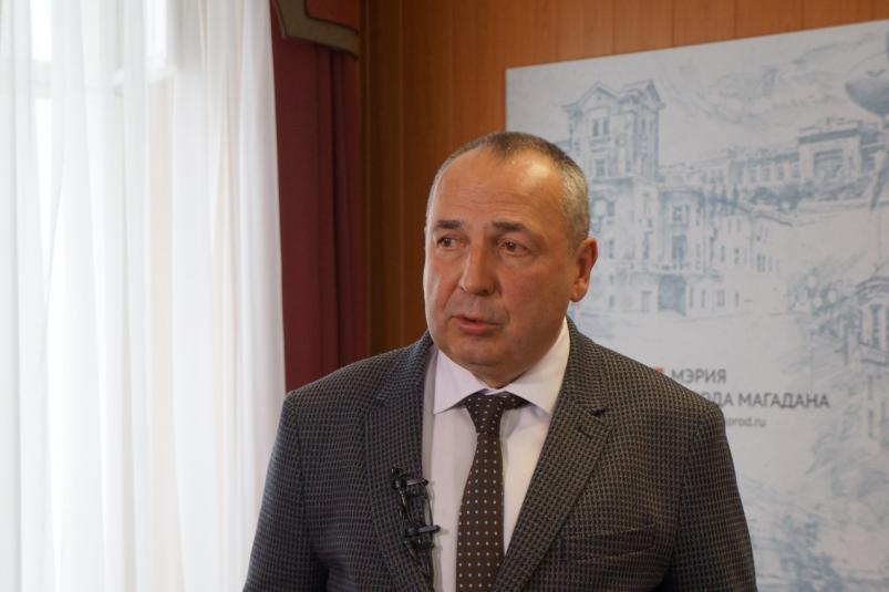 Мэр Магадана призывает людей взяться залопаты ипомочь расчистить снег