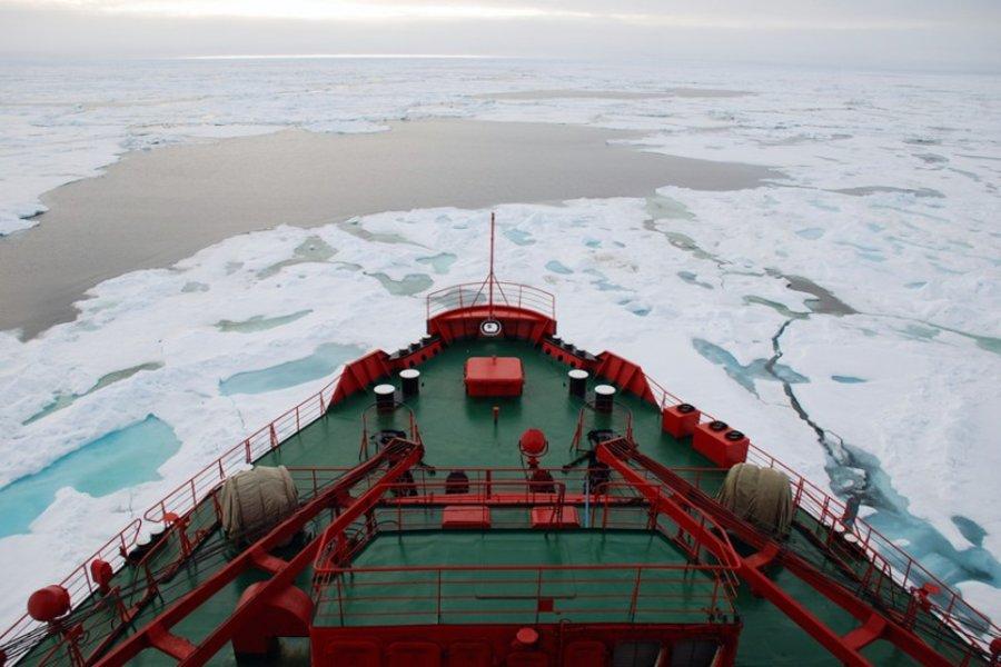 Руководство Кореи готово построить ледокол для освоения Северного морского пути