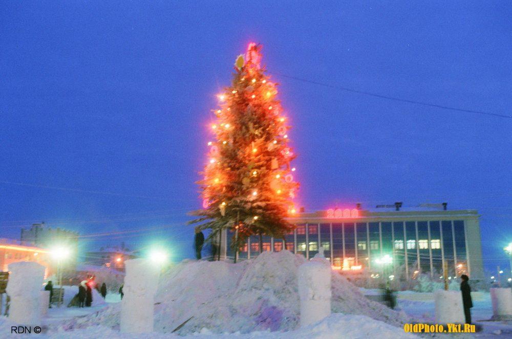 2000_ykt-e1513325562182 Как менялись главные новогодние елки Якутска