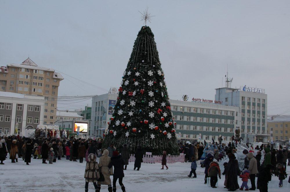 2011-e1513327613343 Как менялись главные новогодние елки Якутска