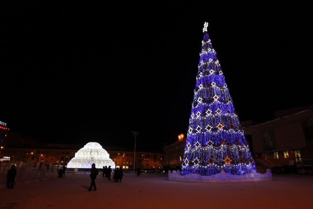 2013-e1513327771364 Как менялись главные новогодние елки Якутска