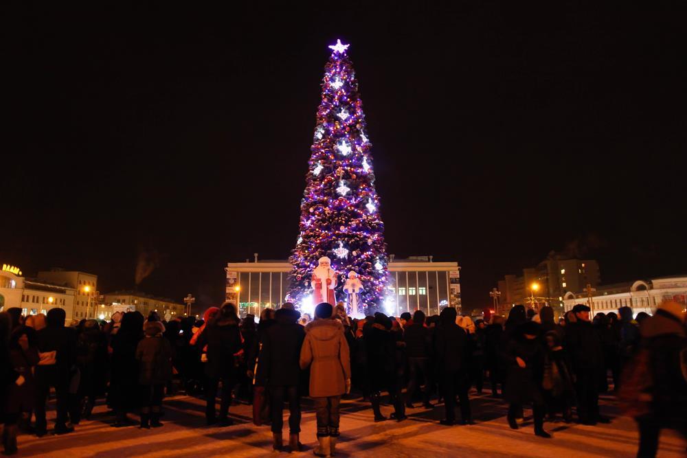 2013-lenina Как менялись главные новогодние елки Якутска