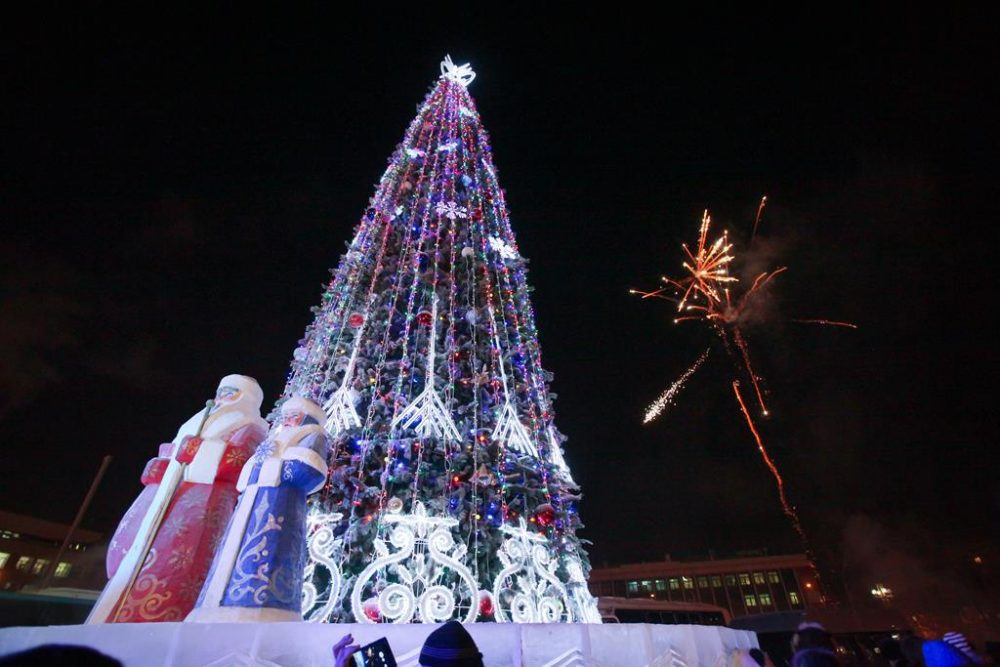2015-lenina-e1513327921562 Как менялись главные новогодние елки Якутска