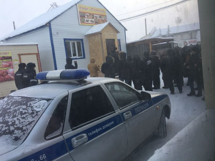 754411fe-7f64-4efc-a261-315f365d5754-696x522 В Намцах местный житель и работники из Узбекистана не поделили снег