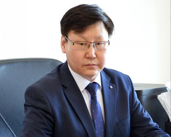 86654-e1513668015748-696x557 В Москве согласовали кандидатуру возможного преемника на пост ректора СВФУ