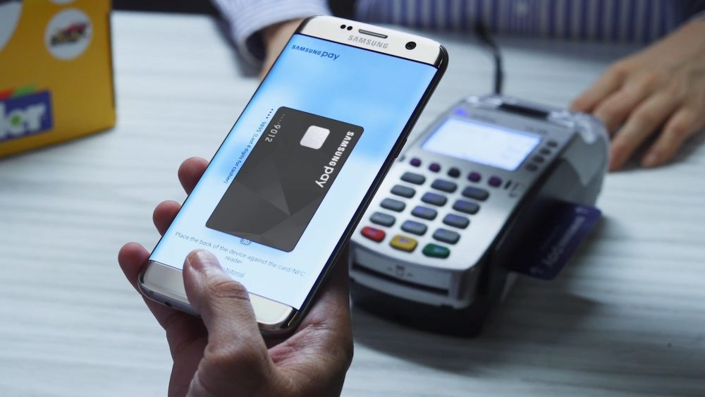 Сервис Самсунг Pay подключил карты «Мир»
