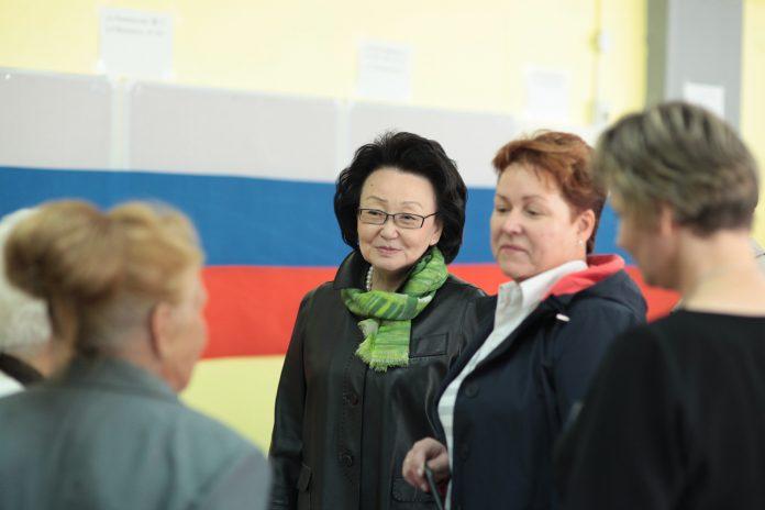 IMG_5812-696x464 Евгения Михайлова назначена исполняющей обязанности ректора СВФУ