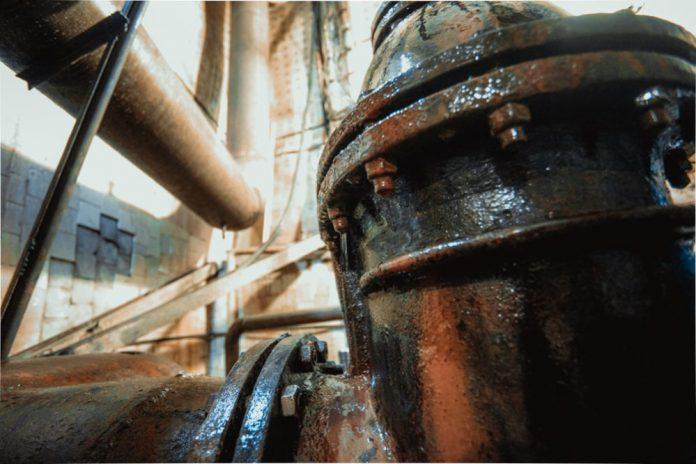 IMG_8933-1-e1499322134883-696x464 Коммунальщики Якутска: Меховые шапки засоряют канализацию