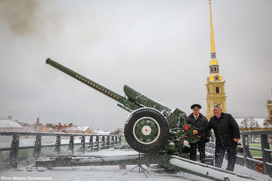 Глава Якутии рассказал, как в юности научился стрелять из пушки