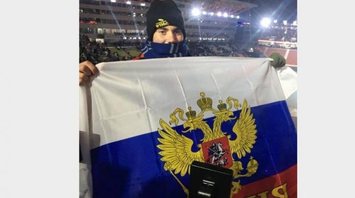 EjZm9ojB-696x389 Американец развернул на трибуне российский флаг на открытии Олимпиады