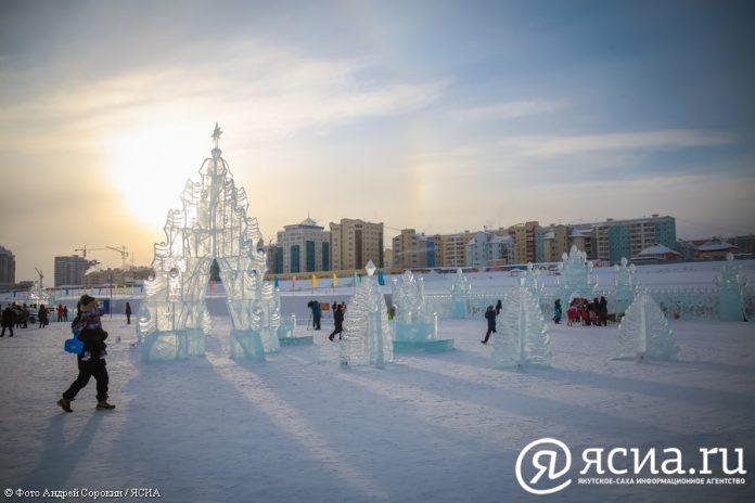 IMG_0262-696x464 В Якутске открылся ледовый городок «Северное сияние»
