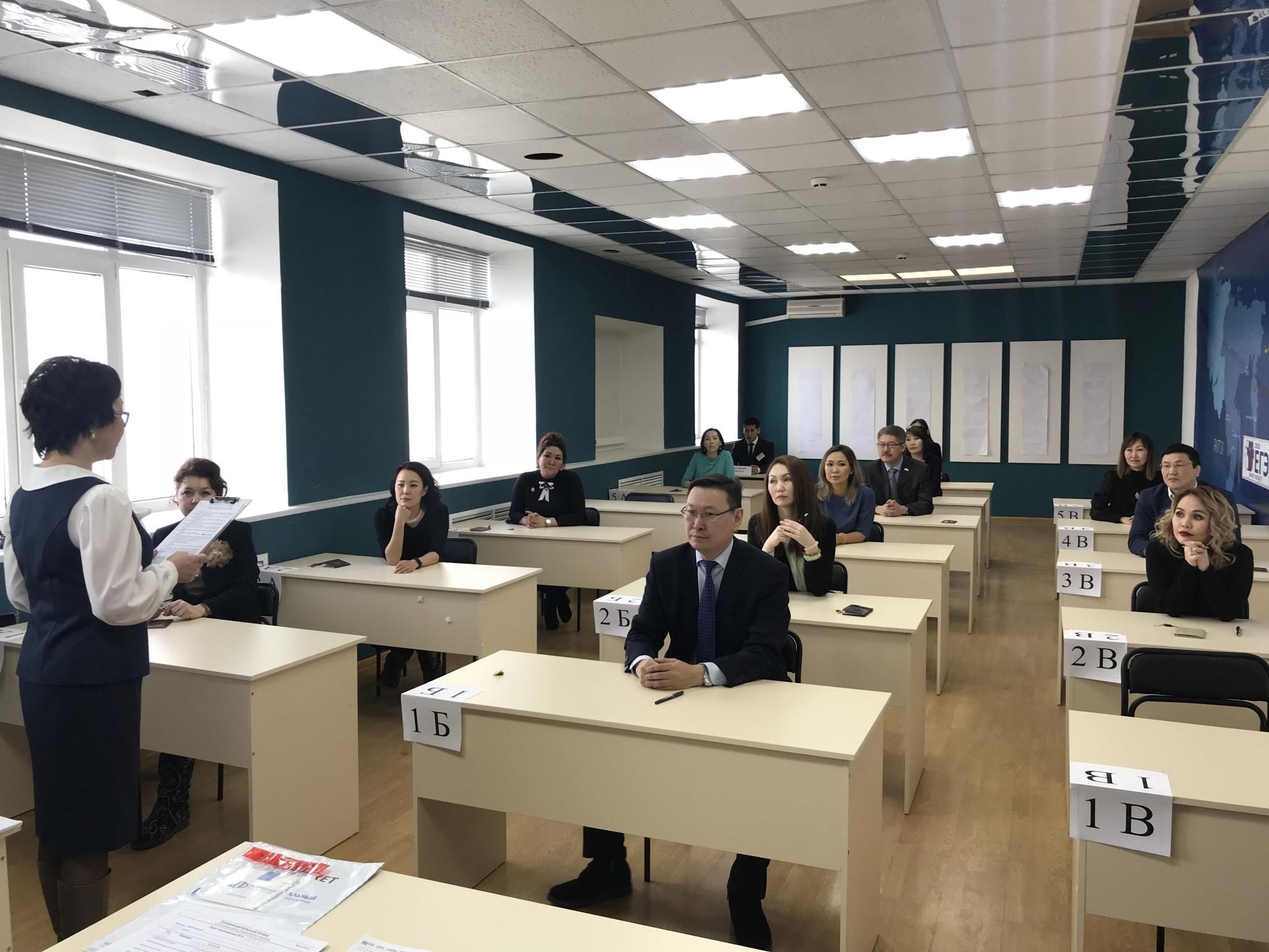 Не так страшен черт: В Якутске родители сдали ЕГЭ по русскому языку