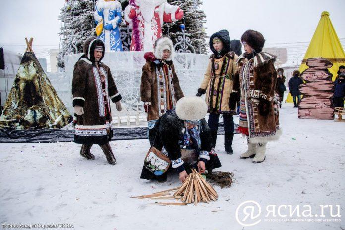 IMG_9812-696x464 В Якутске состоялся праздник встречи Солнца