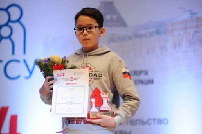 picgal-big-3411-1-696x461 Школьник из Якутска стал обладателем кубка по шахматам Moscow Open