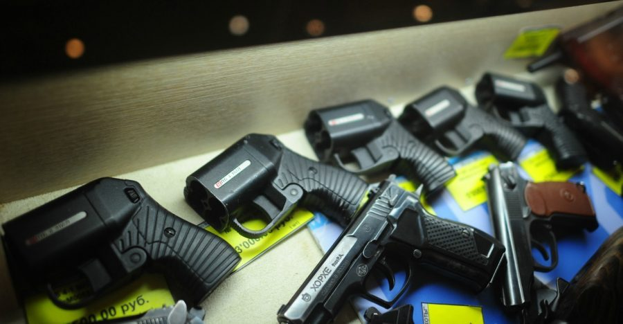 В Госдуме выступили за ужесточение правил ношения травматического оружия