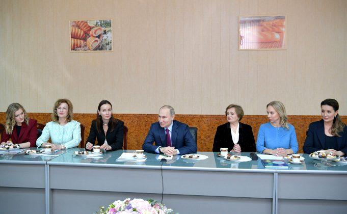 GitW1AEXli7hpBPritPoHfEeREX2oYQP-681x420 Якутянка Флида Габбасова приняла участие во встрече Владимира Путина с женщинами-предпринимателями