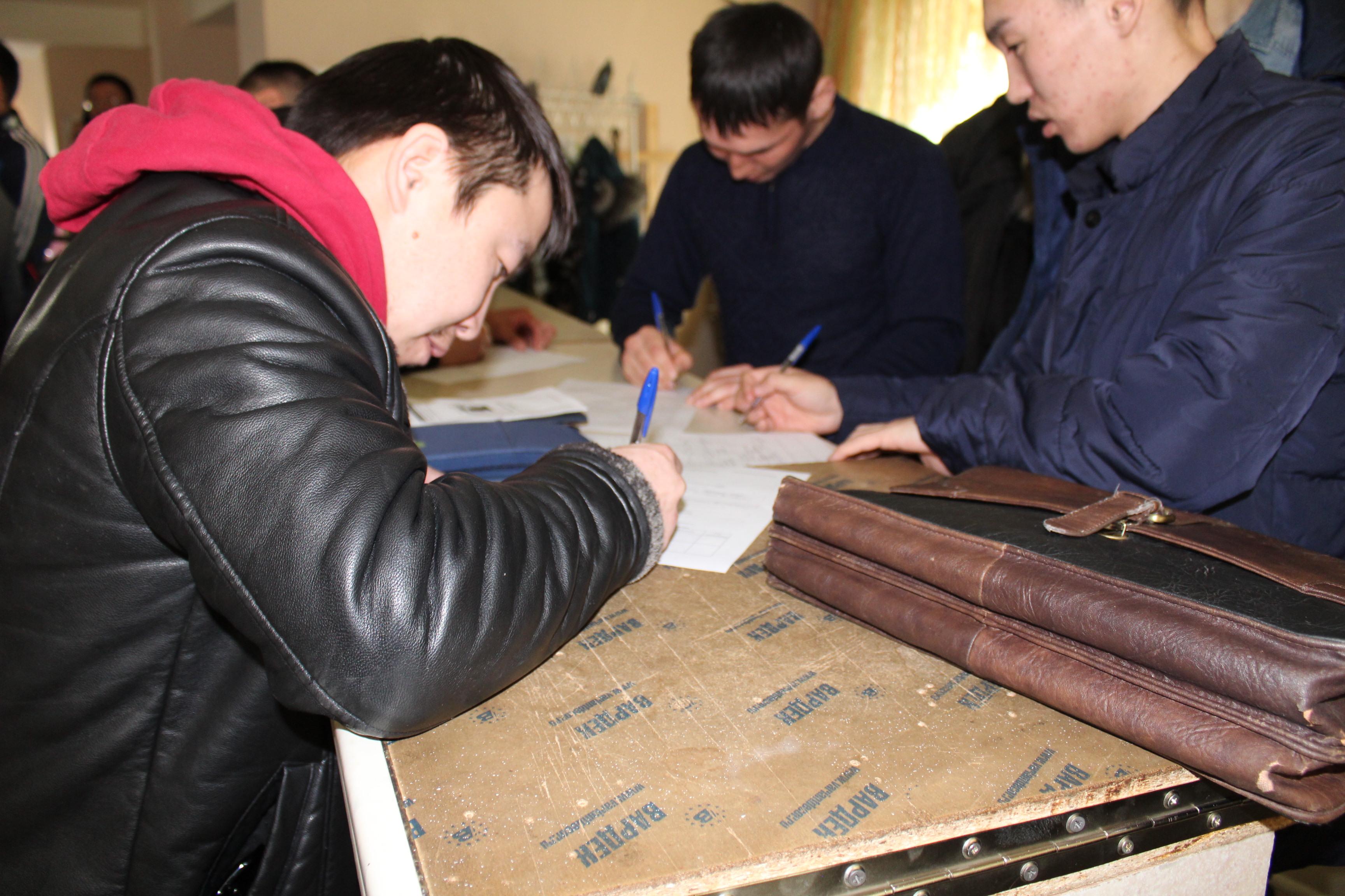 В районах Якутии продолжается набор кадров в промышленные компании