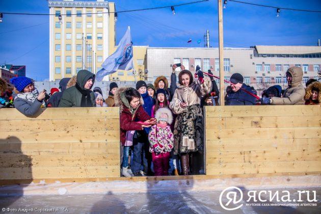 IMG_9582-630x420 В центре Якутска открылся новый общественный каток