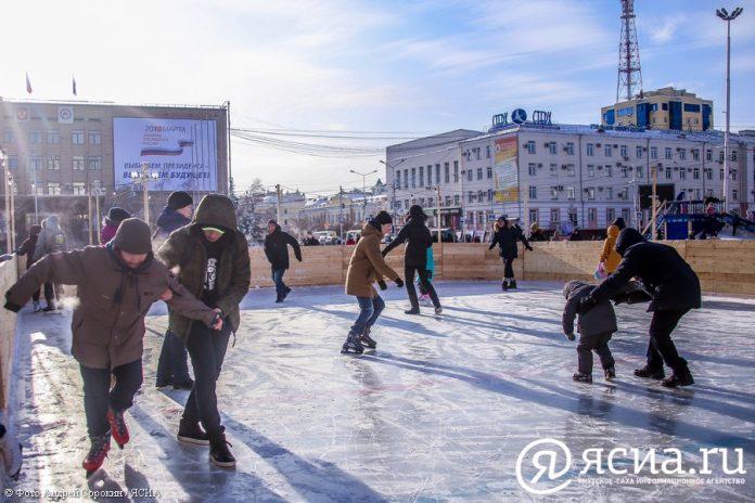 IMG_9838-696x464 В центре Якутска открылся новый общественный каток