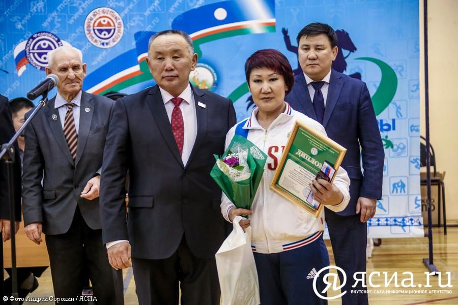 Якутские мас-рестлеры впервые получили звания мастеров спорта России