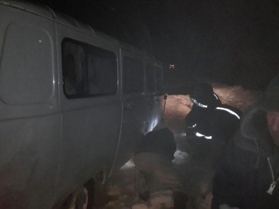 k-1-560x420 На Колыме спасатели вызволили из ледяного плена машину с пятью пассажирами