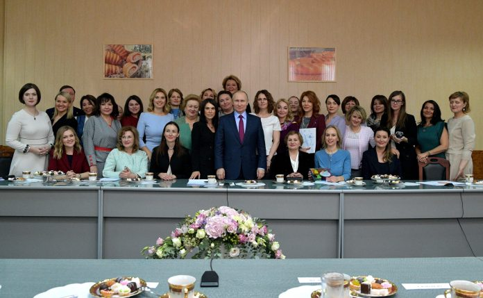 ttgAbb4FAhMz9iCPBEXTBPWtkwP4DFsG-696x429 Якутянка Флида Габбасова приняла участие во встрече Владимира Путина с женщинами-предпринимателями