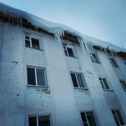 29402928_164331414383337_4701901737760391168_n-420x420 Снегопад проломил крышу многоквартирного жилого дома в Алдане