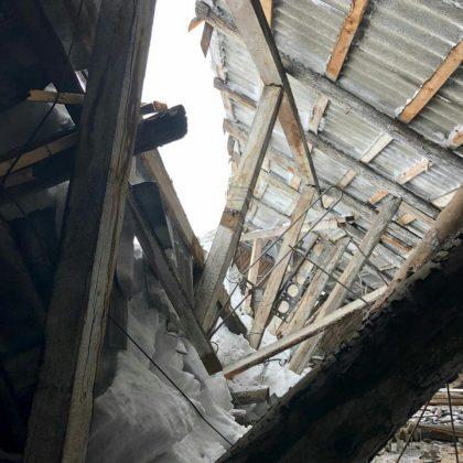29414954_915842271909828_6800141189120000000_n-420x420 Снегопад проломил крышу многоквартирного жилого дома в Алдане