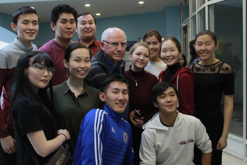 Российские актёры Валерий Баринов и Ольга Кабо встретились с будущими якутскими артистами