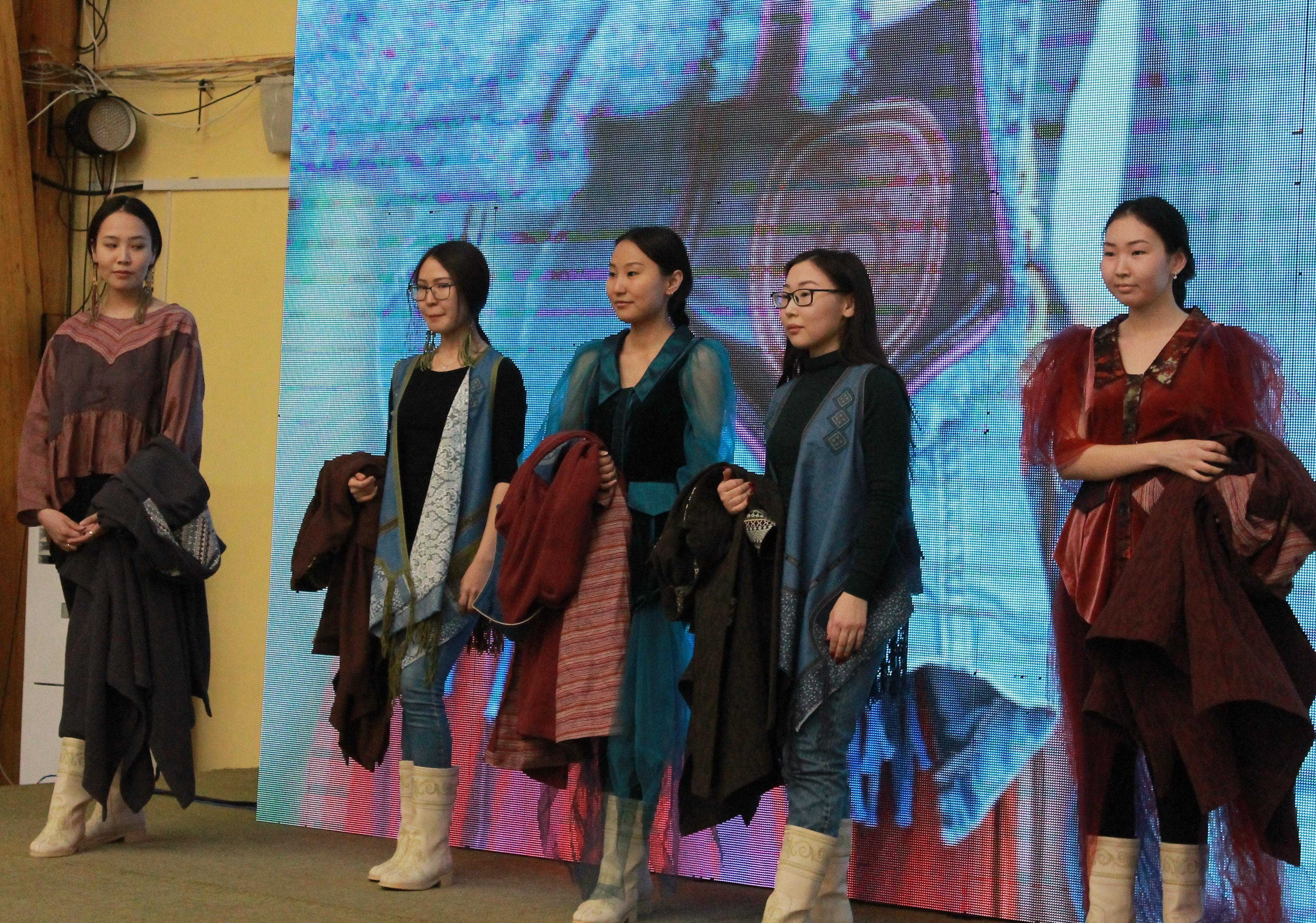 """Приятные хлопоты: В """"Кружало"""" на выставке национальной одежды можно купить наряды к ысыаху"""