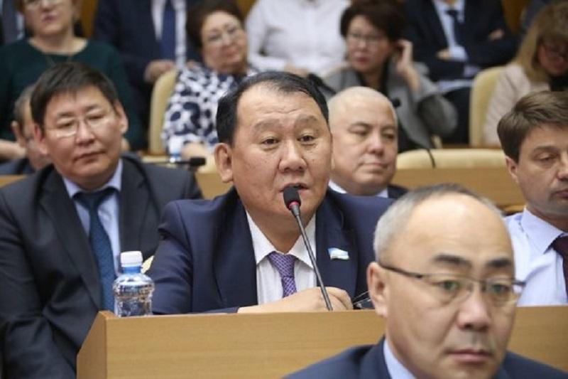 Депутаты Якутии не смогли отказаться от VIP-залов и субсидий на жилье
