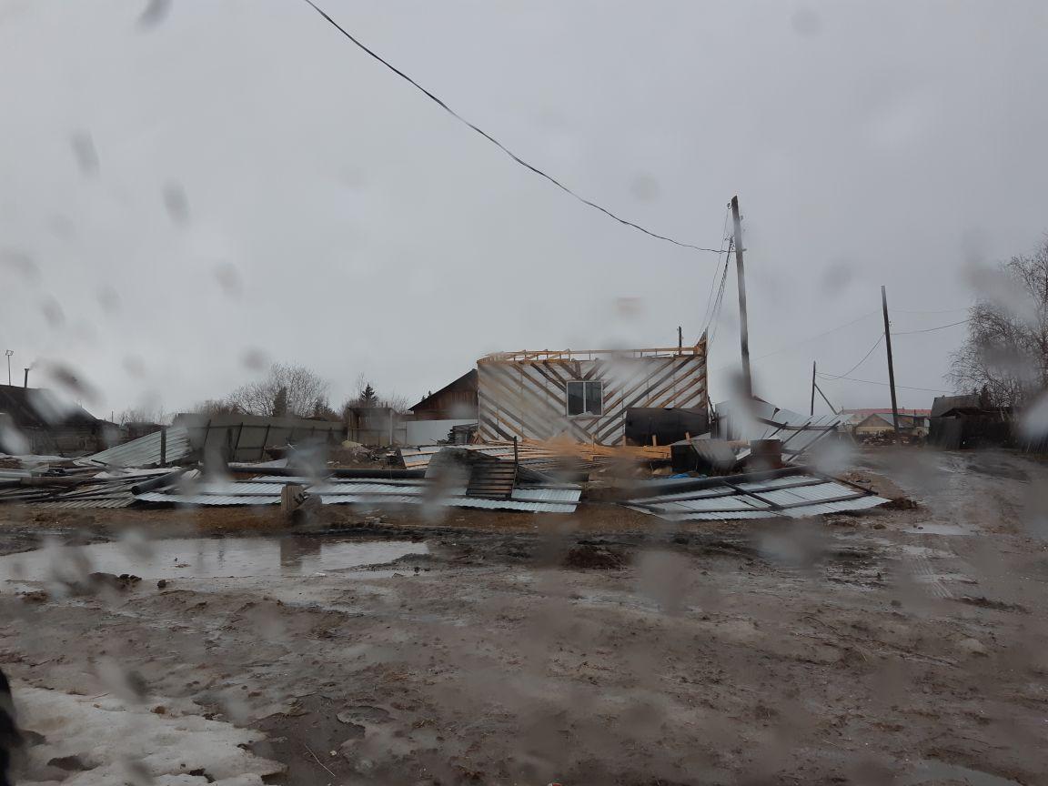 Ураганный ветер обрушился на Западную Якутию
