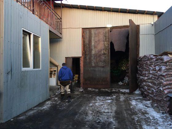 baza-3-560x420 Мигранты в Якутске: «Резиновые квартиры», нелегальные таксисты и овощные монополисты