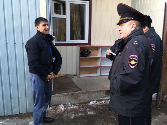 baza-8-560x420 Мигранты в Якутске: «Резиновые квартиры», нелегальные таксисты и овощные монополисты