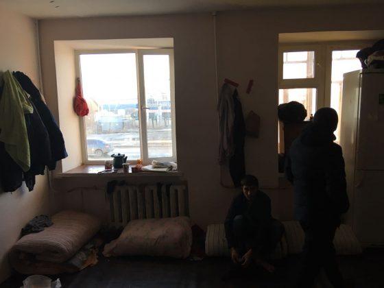 kvartira-4-560x420 Мигранты в Якутске: «Резиновые квартиры», нелегальные таксисты и овощные монополисты