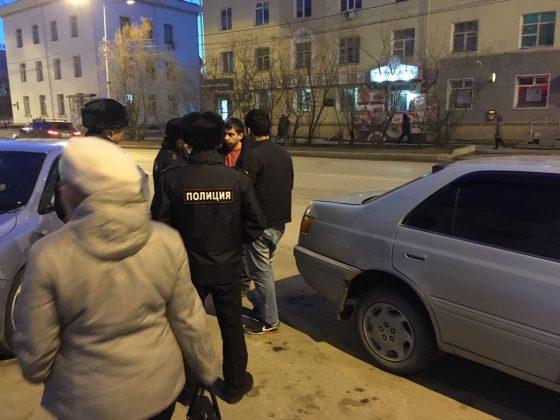 taksi-1-560x420 Мигранты в Якутске: «Резиновые квартиры», нелегальные таксисты и овощные монополисты