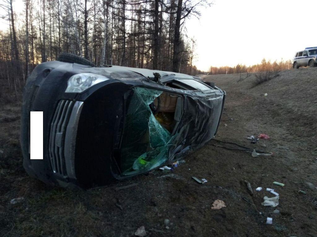 В Вилюйском улусе перевернулся автомобиль, женщина-водитель погибла