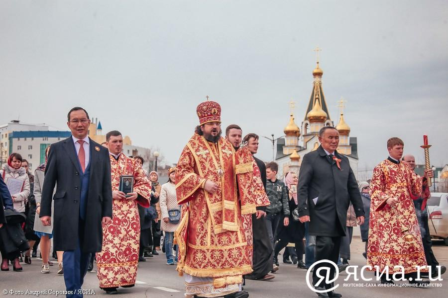 В Якутске прошел Крестный ход в честь Дня Победы
