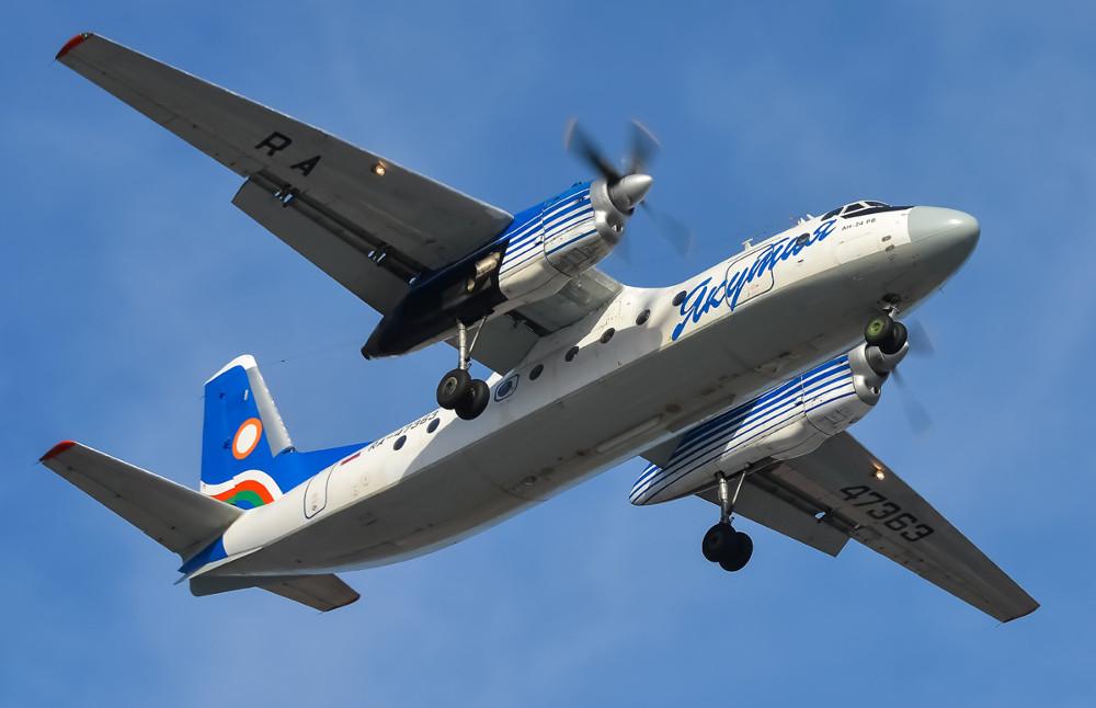 Самолет Ан-24 сломал шасси при посадке ваэропорту Якутска