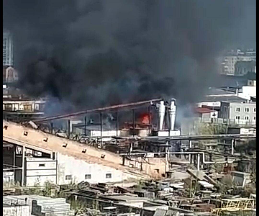На территории ЯКСМК произошел пожар