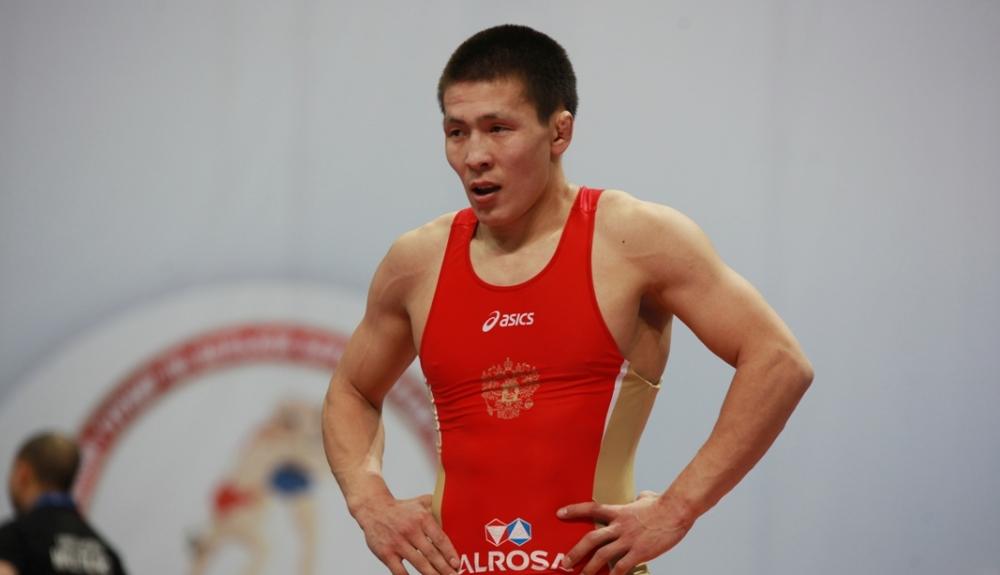 Арбитр лишил Ньургуна Скрябина бронзовой медали чемпионата Европы