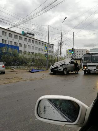 efe9437f-139e-465e-8f8d-77696531e6ab-315x420 Разрушительный ураган прошелся по Якутску (ФОТО)