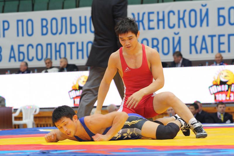 Владислав Андреев сразится за бронзовую медаль чемпионата Европы