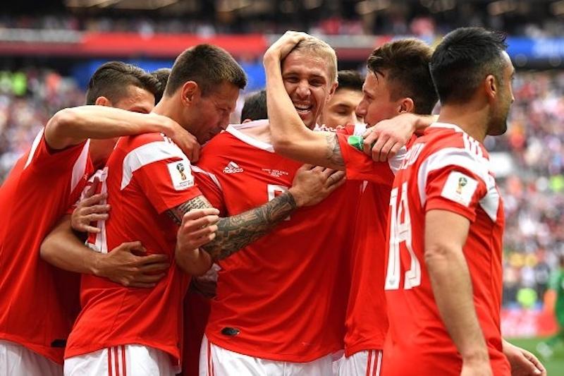 Сборная России разгромила соперников в первом матче ЧМ по футболу