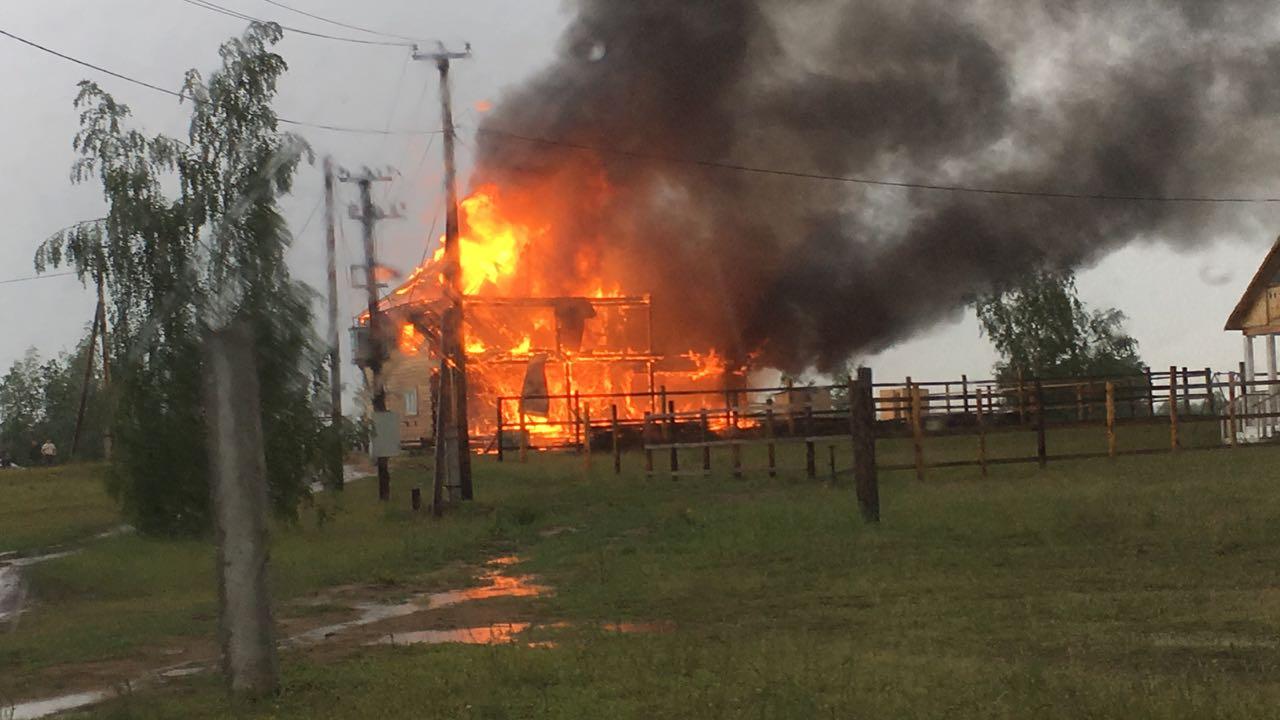 Во время грозы на Намском тракте случился пожар